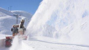 Bitlis'te kartpostallık karla mücadele çalışmaları
