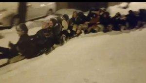 Bursa'da kar çılgınlığı... 45 kadın aynı anda böyle kaydı - Bursa Haberleri