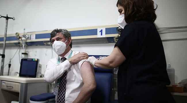 Bursa'da sağlık çalışanlarına aşılama çalışması başlatıldı, ilk aşı başhekime - Bursa Haberleri