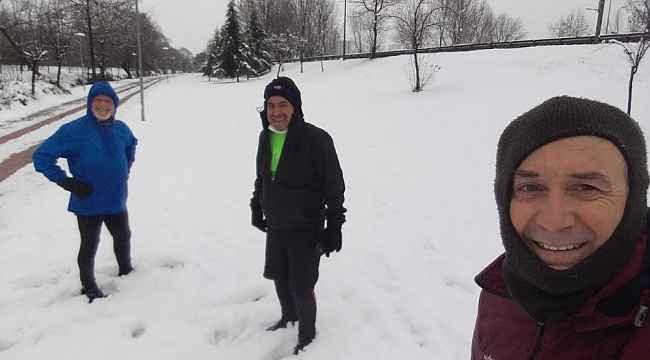 Bursa'da sıfır derecede karların üzerinde koştular - Bursa Haberleri