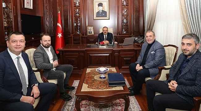 Bursaspor Başkanı Kamat ve yönetim kurulu, Bursa Valisi Canbolat'ı ziyaret etti - Bursa Haberleri