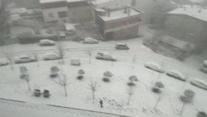Buzlu yolda duramayan araç evin bahçesine böyle uçtu - Bursa Haberleri