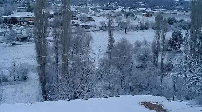Çal'da mevsimin ilk karı yağdı