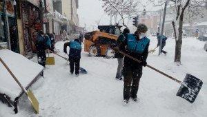 Çaldıran'da kapanan 102 mahalle yolunda çalışma