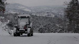 Çanakkale'nin ilçelerinde kar yağışı etkili oluyor