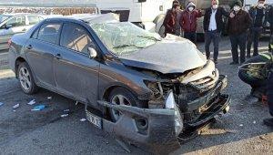 D-100'de otomobil ile tır çarpıştı: 1 yaralı
