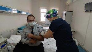 Daday'da sağlık çalışanlarına ilk korona virüs aşısı uygulandı