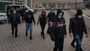 DEAŞ'dan gözaltına alınan 14 kişi adliyeye sevk edilerek gözaltı süreleri uzatıldı
