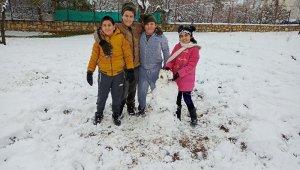 Dicle'de çocukların kar keyfi