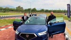 Dışişleri Bakanı Tahsin Ertuğruloğlu, KKTC'nin yerli otomobilini test etti