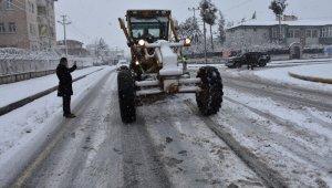 Diyarbakır'a kar yağdı, Başkan Beyoğlu ekiplerle birlikte sahaya indi