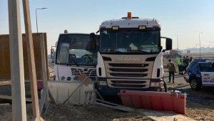 Dubai'de otobüs ile kamyon çarpıştı: 27 yaralı