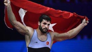 Dünya şampiyonu güreşçi Metehan Başar baba oldu