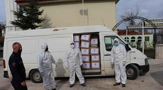 Eğirdir'de karantinadaki 121 haneye gıda ve temizlik malzemesi dağıtıldı