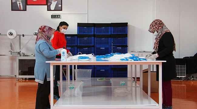 Esenyurt Belediyesi kendi maskesini kendi üretiyor