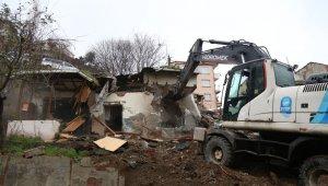 Eyüpsultan'da riskli yapılar yıkıldı