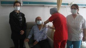 Fethiye'de sağlık çalışanlarına aşı yapılmaya başlandı
