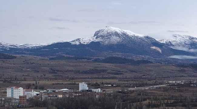 Gölpazarı'na yılın ilk karı yağdı