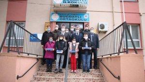 Gönen'de Öğrencilere tablet dağıtıldı