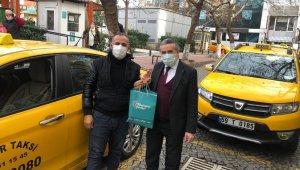Gönül Elçileri yeni yılda da taksici esnafının yanında