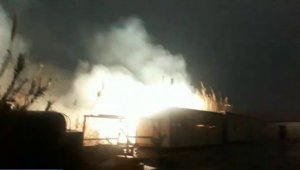 Hatay'da kopan elektrik telleri kamışlık alanda yangın çıkardı