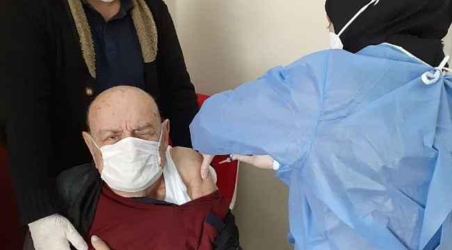 Huzurevi sakinlerine korona aşısı yapıldı