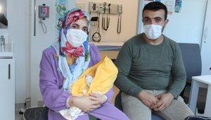 İç organları dışarıda doğdu, bir günlükken ameliyat oldu, adeta yeniden doğdu