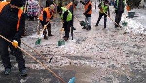 Iğdır'da kar ve buzla mücadele çalışmaları