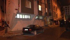 İlçe terörle mücadele şubesine bağlı ekipler HDP Esenyurt İlçe Başkanlığı'na gece baskını düzenledi