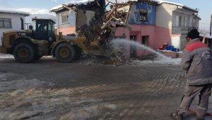 İnegöl'de tehlike saçan metruk binalar yıkılıyor - Bursa Haberleri
