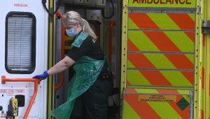 İngiltere'de Covid-19'a bağlı can kaybı 100 bini aştı