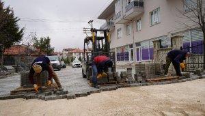 Isparta Belediyesi sokaklara kilit parke taşı döşüyor