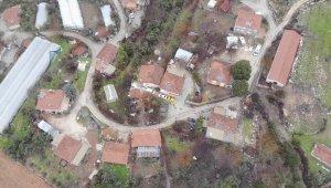 Isparta'nın bir köyünde heyelan nedeniyle 28 evin acilen boşaltılması kararı alındı