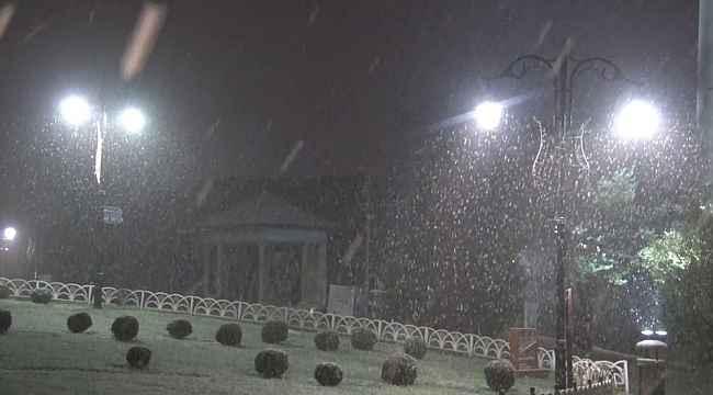 İstanbul'da beklenen kar yağışı etkili oldu lapa lapa kar yağdı