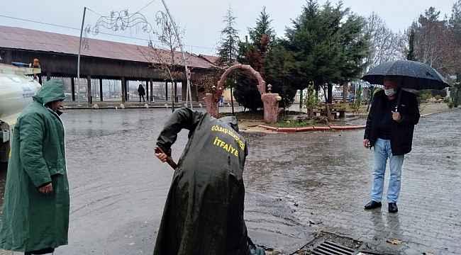itfaiye ekiplerinden su baskınlarına karşı yoğun mesai