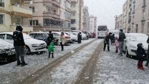 İzmir'de kar sevinci