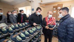 İzmir'in ayakkabı markası geliyor