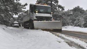 İzmir'in yüksek kesimlerde karla mücadele