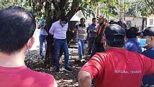 Kaliteli hizmet vermeyen Belediye Başkanı mahalleli tarafından ağaca bağlandı