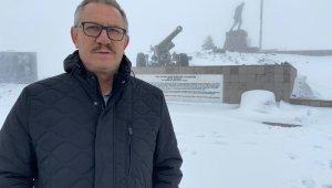 Kar altındaki Kocatepe'ye zorlu ulaşım
