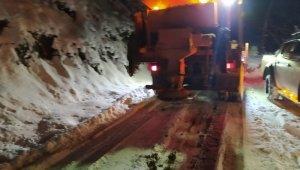 Kar yağışının etkili olduğu mahallelerde çalışmalara devam ediliyor
