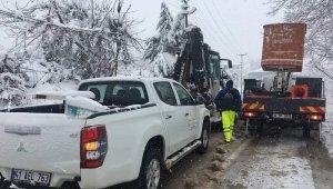 Karlı yolları verilen mücadele Akmeşe'yi elektriğe kavuşturdu