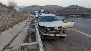 Kaygan yol kazaya neden oldu, 2 yaralı