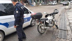 Kayganlaşan yolda motosiklet devrildi: 1 yaralı