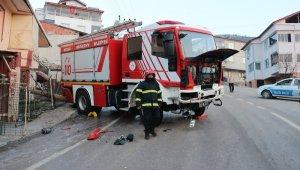Kazaya yardıma giden itfaiye aracı buzlu yolda kontrolden çıktı