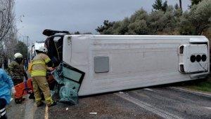 Kemalpaşa Belediyesi'nin servis aracı kaza yaptı: 4 yaralı