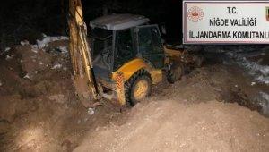 Kepçe ile kaçak kazı yapan 6 kişi gözaltına alındı