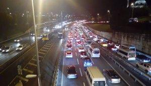 Kısıtlama sonrası İstanbul'da trafik yoğunluğu başladı