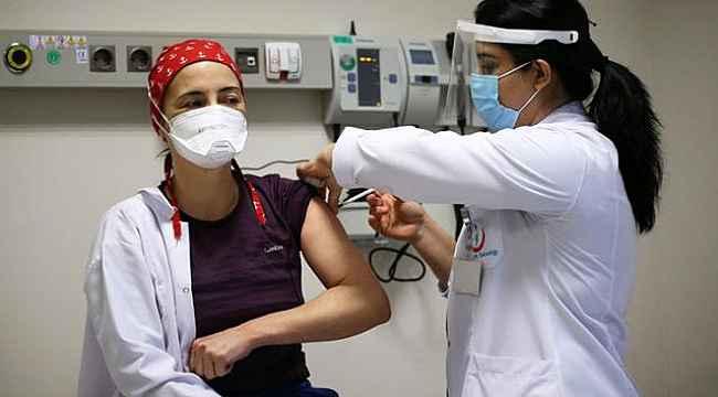 Koronavirüs aşısı olanlar yan etkilerle karşılaştığında ne yapmalı? Bakanlık tek tek sıraladı