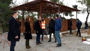 Kuşadası Yeni Asri Mezarlığında düzenleme çalışmaları sürüyor